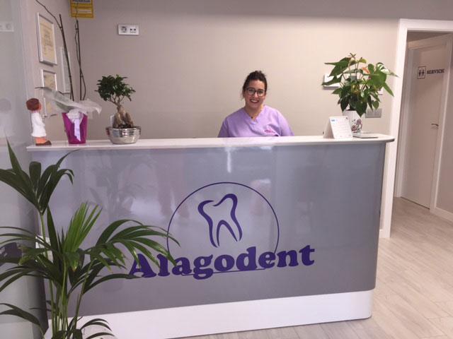 Dentista en la recepción